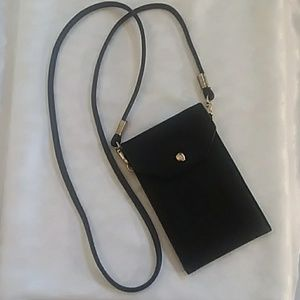 Handbags - ⚘Black Pebbled Cross Body Purse